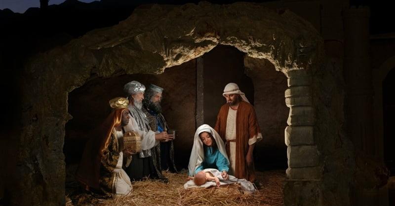 29980-12349-Nativity_BirthJesus.1200w.tn_.800w.tn_.jpg