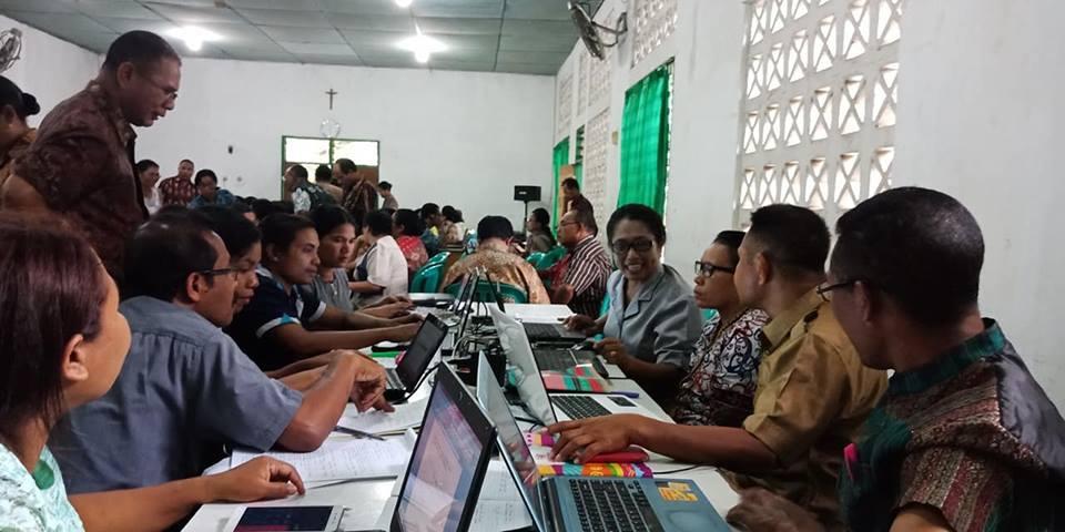 Para Guru dan Pengawas peserta Bimtek Kurikulum 2013, KA. Ende berlatih menyusun RPP dan Penilaian Hasil Belajar