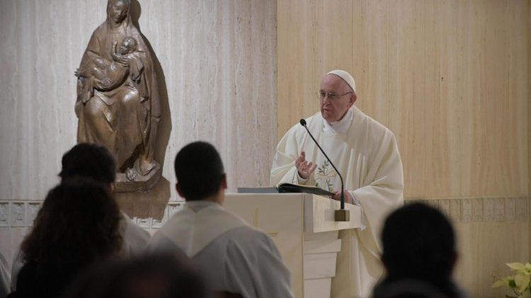Paus Fransiskus-Santa Marta-2.jpeg