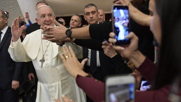 Paus Fransiskus dan doa Bapa kami.jpeg